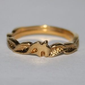 Beautiful vintage gold dove ring size 6.25